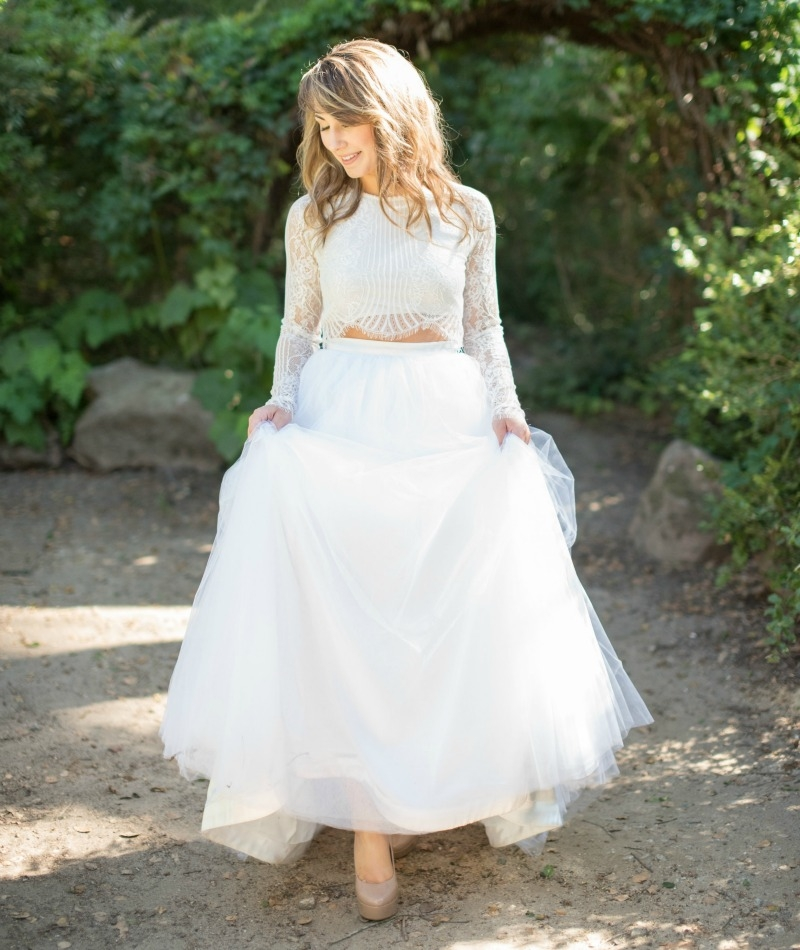 Modern elegant wedding inspiration at Sand Rock Farms. Photography by Rahel Menig. Styling and Stationary by Joy and Confetti.Cookies by I Dream Of Cookies. Cake by Pure Bliss Baking. MUAH by A List make up. Dress by Ju.Lee Collection. Rentals From C